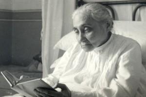 LUISA READING HOLY SCRIPTUE